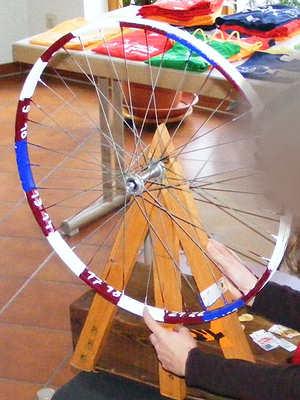 Gl cksspielrad bauen - Fahrradfelge basteln ...
